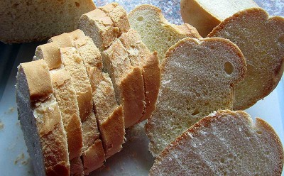 Pan cortado para hacer torrijas